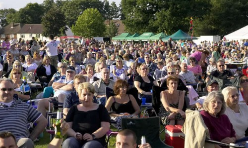 Crowds 4 at Picnic to music in The Park Farnborough